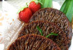 Bolu karamel atau sarang semut ini adalah salah satu kue khas Indonesia. Klo sebutan orang Betawi bolu sarang semut, karena bolunya berongg... Indonesian Desserts, Indonesian Food, Indonesian Recipes, Resep Cake, Asian Cake, Cake Cookies, Cupcakes, Cake Recipes, Caramel