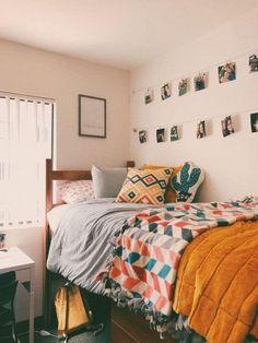 actually relatable dorm decor college ideas Cozy Dorm Room, Cute Dorm Rooms, College Dorm Rooms, College Dorm Decorations, College Life, Dorm Room Closet, College Room Decor, College Years, College Dorm Bedding