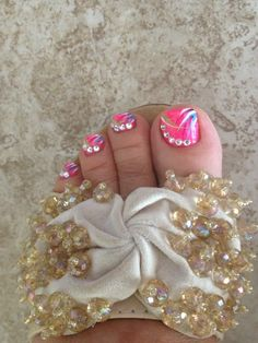 Jennifer toe nails design