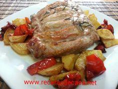 Lomo de cerdo al horno con patatas y pimiento rojo
