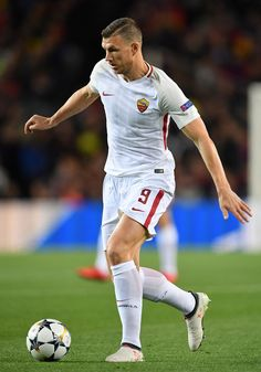 Edin Dzeko of Roma in action during the quarter final first leg UEFA Champions League match between FC Barcelona and AS Roma at Camp Nou on April 4, 2018 in Barcelona, Spain.