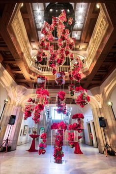 The San Diego Museum of Art's annual fund-raiser . As guests entered the museum's rotunda, they encountered a massive chandelier made from red roses inside glass boxes designed by Jennifer McGarigle of Floral Art. Design Floral, Deco Floral, Wedding Goals, Dream Wedding, Red Rose Wedding, Diy Wedding, Wedding Favors, Flower Chandelier, Flower Ceiling