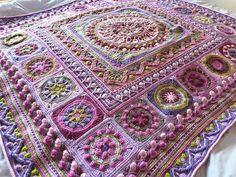 Lila Bjorn's mandala and Circles of the sun border