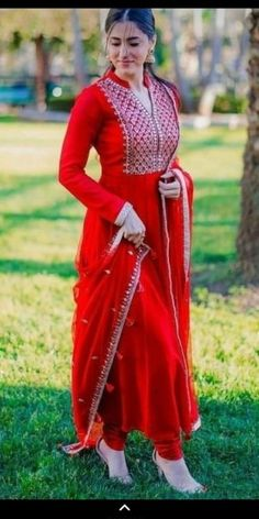 Dress Indian Style, Indian Fashion Dresses, Pakistani Dresses, Indian Outfits, Indian Wear, Fashion Outfits, Shadi Dresses, Indian Attire, Fashion Ideas