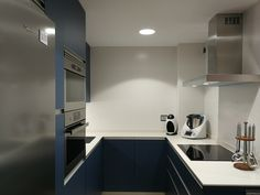 COCINA ELEGANTE EN TONOS AZULES Kitchen Cabinets, Home Decor, Blue Nails, Cooking, Elegant, Home, Blue Prints, Decoration Home, Room Decor