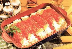 Baked cannelloni with tomato sauce and basil