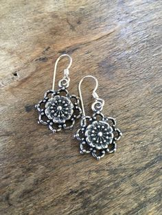 Lovely antiqued silver flower earrings, beautiful detail. Perfect little everyday accessory.