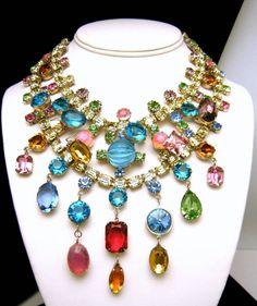 Loving this multi-colored necklace! By Kenneth Jay Lane #bridalaccessories #weddinginspiration #weddingaccessories