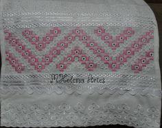 toalha branca bordado e com barrado