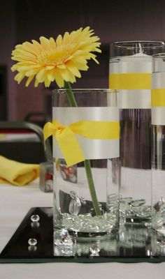 Simple Center Piece, i like the ribbons...