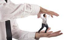 Lavorare con un capo stressante è pericoloso come il fumo passivo