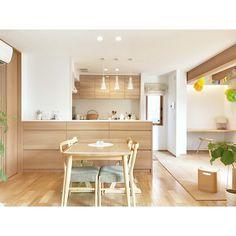 ダイニングが素敵なインテリア50選☆食事が楽しくなるおしゃれな空間! | folk Kitchen Bar Design, Interior Design Kitchen, Kitchen Decor, Apartment Interior, Apartment Design, Kitchen Organisation, Kitchen Views, My Home Design, Space Interiors