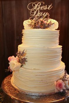 Country Wedding Cakes Rustic Textured Buttercream Wedding Cake More - Wedding Cake Photos, Wedding Cake Rustic, Rustic Cake, Cool Wedding Cakes, Wedding Cake Designs, Dessert Wedding, Rustic Cupcakes, Wedding Rings, Buttercream Wedding Cake