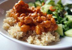 Maapähkinäinen kikhernekastike ja quinoaa