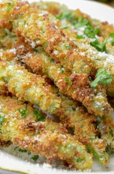 Air Fryer Garlic and Parm Green Bean Fries are the perfect snack to enjoy as you are cheering on your favorite sports team, at a party, Air Fryer Garlic and Parm Green Bean Fries - Air Fryer Garlic and Parm Green Bean Fries Crispy Green Beans, Parmesan Green Beans, Air Fried Green Beans, Air Fryer Dinner Recipes, Air Fryer Oven Recipes, Tostadas, Air Frier Recipes, Air Fried Food, Green Bean Recipes