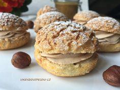Křupavé větrníčky s lískooříškovým krémem - Víkendové pečení Dessert Recipes, Desserts, Cheesecake, Muffin, Food And Drink, Menu, Bread, Cookies, Baking
