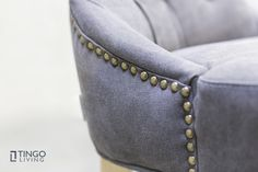 Klassische Polsternägel sind ein geschmackvolles Stilelement der CHESTER Stühle & Sessel.