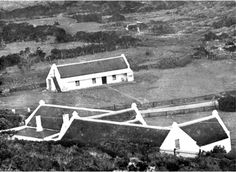 The Barn of the Fish Hoek Farm 1910 now Mountain View Cottages Vintage Photographs, Vintage Photos, South African News, Cape Dutch, Garden Walls, Most Beautiful Cities, Antique Maps, African History, Mountain View