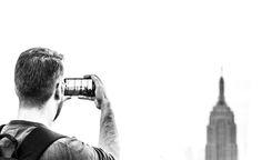 Seit 2010 feiern Foto-Fans auf der ganzen Welt den 19. August zu Ehren der…