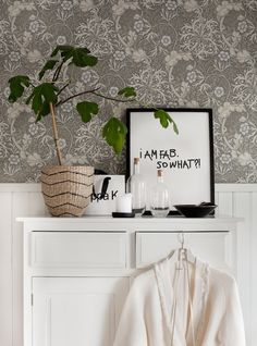 William Morris wallpaper in the lovely swedish home of Anna Kvarnström. William Morris Wallpaper, Morris Wallpapers, William Morris Tapet, Accent Wallpaper, Swedish House, Shared Rooms, Scandinavian Home, Decoration, Interior Inspiration
