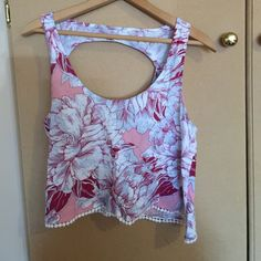 Mudd shirt Pretty summer top, floral, back cutout, white trim on the bottom Mudd Tops Tank Tops