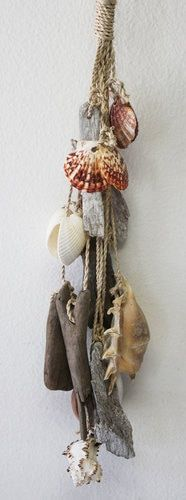 long decorative garland cluster with driftwood pieces and seashells. Seashell Art, Seashell Crafts, Beach Crafts, Diy And Crafts, Arts And Crafts, Seashell Garland, Driftwood Projects, Driftwood Art, Do It Yourself Wedding