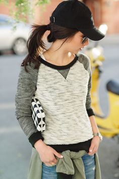 Any fashionista can rock the sporty chic look! Sporty Chic, Sporty Style, Sporty Look, Sweater Weather, Sporty Outfits, Cute Outfits, Fashion Moda, Womens Fashion, Urban Fashion