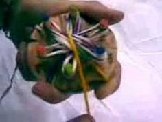 como tejer una flor simple con telares d.i.b