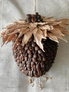 Master Class: Coffee and twine Cone Coffee Bean Art, Coffee Beans, Beans Image, Acorn Crafts, Holiday Fun, Holiday Decor, Christmas Decorations, Christmas Ornaments, Topiary