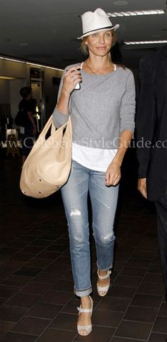 Seen on Celebrity Style Guide: Cameron Diaz wore the AG Adriano Goldschmied Stilt Jean in 22 Year Destroy jeans arriving at LaGuardia Airport in New York City on Saturday (September Comfy Casual, Casual Chic Style, Preppy Style, Casual Looks, My Style, List Style, Casual Jeans, Princesa Fiona, Clarks