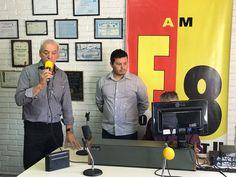 Radialista Vanderlei dos Santos assume oficialmente a Rádio Emissora de Botucatu -     A Rádio Difusão do interior paulista viveu um momento importante nesta segunda-feira, dia 03, em Botucatu. Pela primeira vez as rádios Municipalista AM e PR-F8 AM fizeram uma transmissão em conjunto após uma negociação que durou muitos meses. Ícones do rádio, as emissoras, que - http://acontecebotucatu.com.br/cidade/radialista-vanderlei-dos-santos-assume-oficialmente-rad