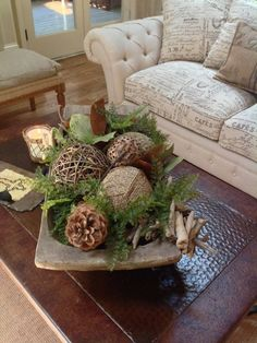 How To Decorate Your Coffee Table With Grace and Style - Homesthetics - Inspiring ideas for your home. How To Decorate Your Coffee Table With Grace and Style - Homesthetics - Inspiring ideas for your home. Decoration Entree, Tray Decor, Decoration Restaurant, Green Decoration, Home Decoration, Country Decor, Farmhouse Decor, Modern Farmhouse, Farmhouse Ideas