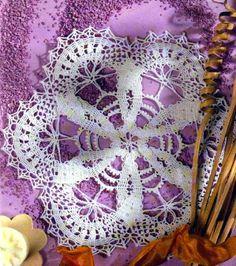 tejidos artesanales en crochet: carpeta con encajes enlazados