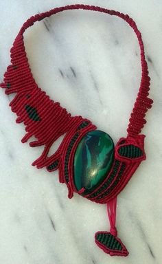 Venus macrame necklace with malachite precious stone di lulupica