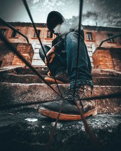 Photographer Uses Creative Tricks To Take Amazing Pictures - Kreative Portraitfotografie Poses Photo, Photography Poses For Men, Photo Tips, Creative Photography, Amazing Photography, Street Photography, Portrait Photography, Fall Photography, Photography Editing