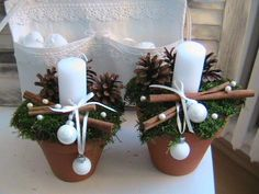 Here are the best DIY Christmas Centerpieces ideas perfect for your Christmas & holiday season home decor. From Christmas Vignettes to Table Centerpieces. Noel Christmas, Christmas Candles, Rustic Christmas, Winter Christmas, Christmas Wreaths, Christmas Ornaments, Christmas Balls, Primitive Christmas, Christmas Arrangements
