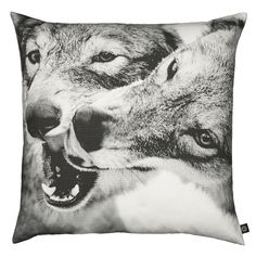 Cushion playing wolfs -By Nord