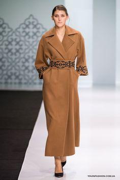 Модные вышитые пальто весна 2017