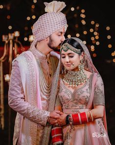 Indian Bride Photography Poses, Indian Bride Poses, Indian Wedding Poses, Indian Bridal Photos, Wedding Couple Poses Photography, Indian Bride And Groom, Indian Wedding Outfits, Bridal Photography, Royal Indian Wedding