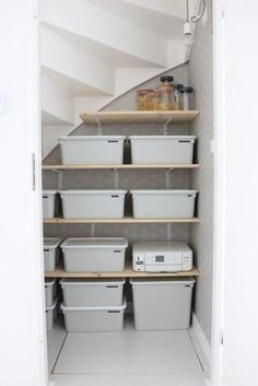Een kijkje in onze trapkast! Staircase Storage, Stair Storage, Storage Under Stairs, Rustic Closet, Under Stairs Cupboard, Home Organisation, Creative Storage, Storage Ideas, Basement Renovations