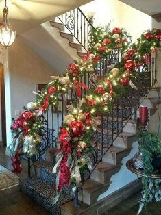 26 Perfect Christmas Staircase Decoration Ideas Christmas staircase decorations ideas being a standout amongst the most unmistakable regions of your corridor could be utilized for best … # Christmas Stairs Decorations, Diy Christmas Garland, Christmas Home, Christmas Lights, Christmas Holidays, Natural Christmas, Staircase Decoration, Christmas Vacation, Christmas Cactus
