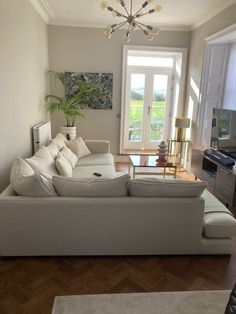 Our Whitstable sofa really balances the neutral tones in this room, and we love how our customer Kirsty has paired it with this lampshade. What do you think? Visit your nearest showroom to shop 15% off everything and order by 27th September for Christmas delivery. T&Cs apply. Featuring J Brown Paolo 211 Vanilla #sofasandstuff #interior #interiors #interiordesign #interiordesigner #sofa #sofas #britishsofa #handmadesofa #bespokesofa #neutrallivingroom #neutralcornersofa #neutralsofa