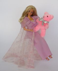 1984 / 1985 Dreamtime Barbie With her cuddly (pink plush teddy) bear B. Barbie Top, Barbie And Ken, Vintage Barbie, Vintage Toys, Barbie Dream, Barbie Collector, Girls Characters, Barbie World, Retro Toys