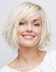 coupe au carre destructuré cheveux fin visage rond