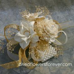 Gold Corsage, Prom Corsage And Boutonniere, Corsage Wedding, Wrist Corsage, Wedding Bouquets, Wedding Flowers, Corsages, Homecoming Corsage, Sola Flowers