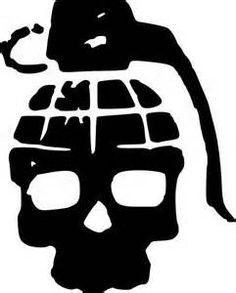 Dark pink skull, leave the black handle, change the eyes to hearts. No outline, freeform. back of shoulder? Skull Stencil, Tattoo Stencils, Stencil Art, Granate Tattoo, Tattoo Drawings, Art Drawings, Totenkopf Tattoo, Skull Artwork, Graffiti Drawing