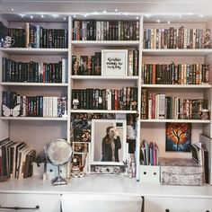 Ideas For Apartment Bedroom Book Shelves Ikea Inspiration, Bookshelf Inspiration, My New Room, My Room, Home Libraries, Aesthetic Rooms, Book Nooks, Trendy Bedroom, Dream Rooms