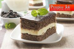 MLECZNA KANAPKA – bardzo czekoladowe ciasto z białą masą. Składniki: Ciasto 6 jajek 0,5 szklanki mąki pszennej 0,5 szklanki mąki ziemniaczanej 1,5 szklanki cukru pudru 3 łyżki kakao 1 łyżeczka pros...