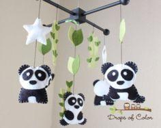 Panda Mobile, bebé móvil, móvil de cuna de bebé, vivero móvil de familia Pandas, Panda techo móvil, móvil de árboles de bambú, colores blanco y negro