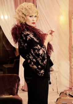 Jessica Lange as Elsa Mars | AHS: Freak Show - 4x05 - Pink Cupcakes